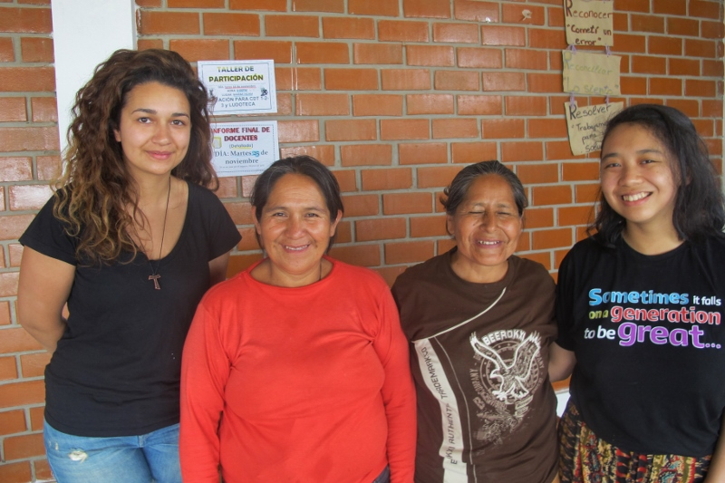 Fiona (right) with women from Lomas de Carabayllo's comedors