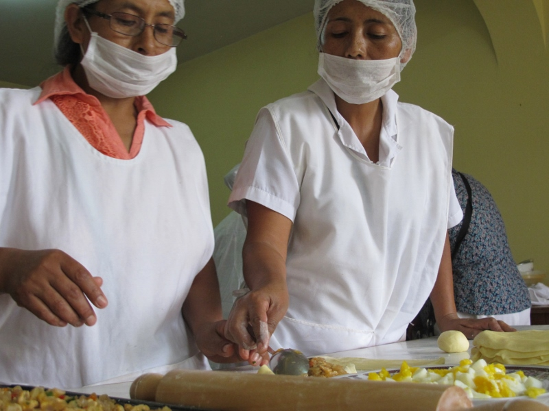 Women from Solidaridad making empanadas
